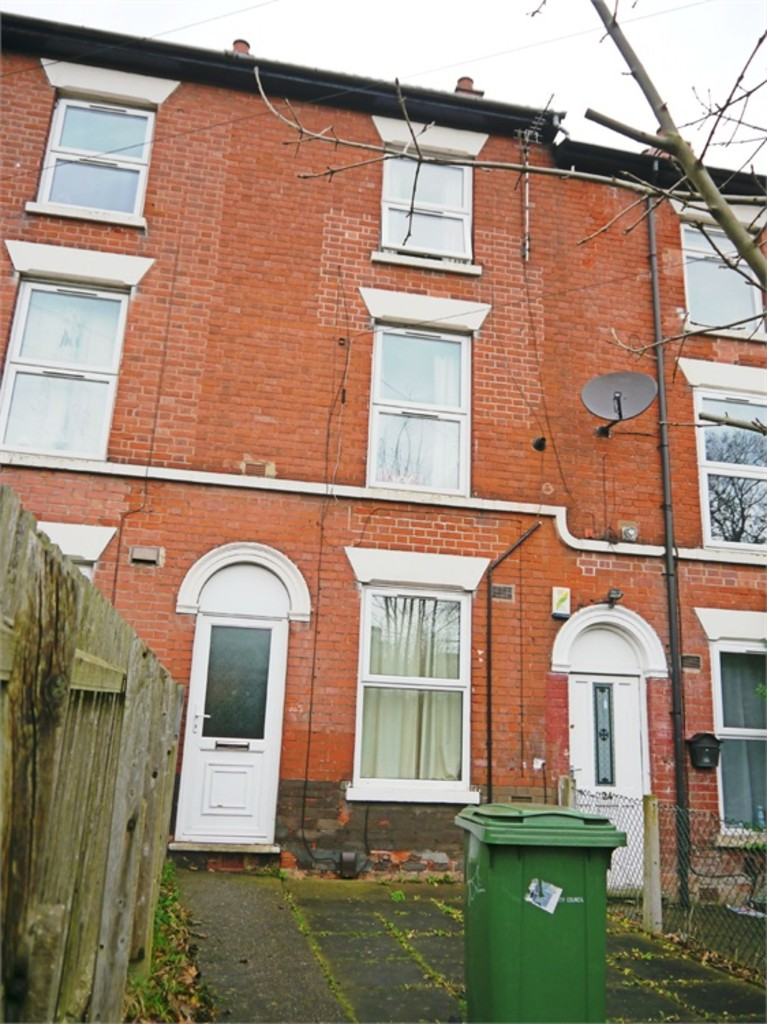 Ideally located 3 bed student home
