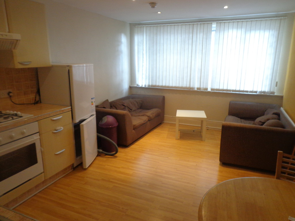 Perfectly located 2 bed flat
