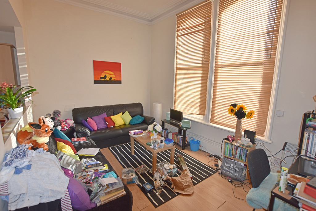 Good size double bedroom flat