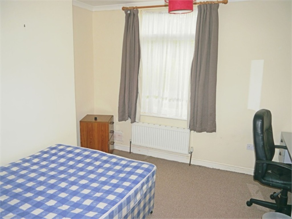 4 double bed house