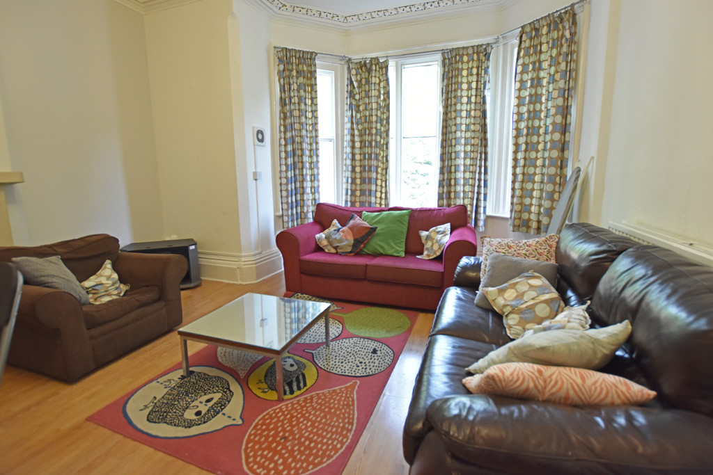 Large 5 double bedroom flat