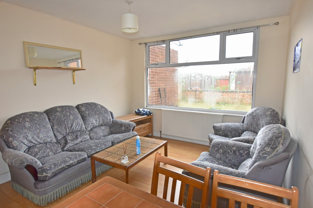 Located in the popular area of Lenton
