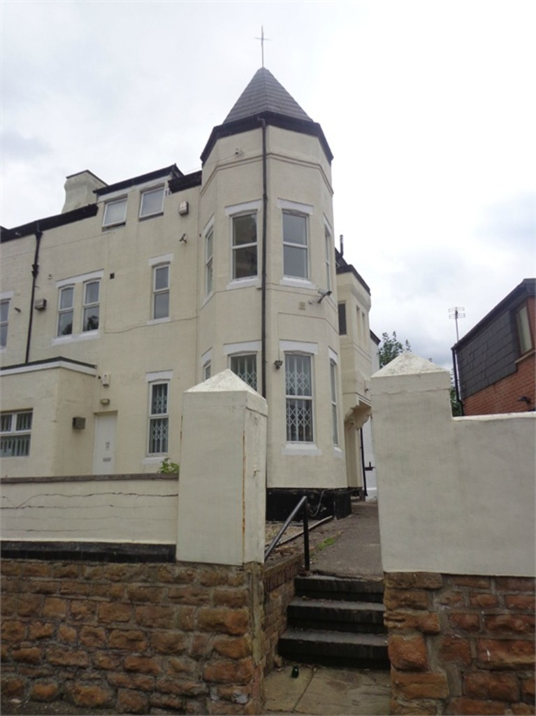Large 4 double bedroom property