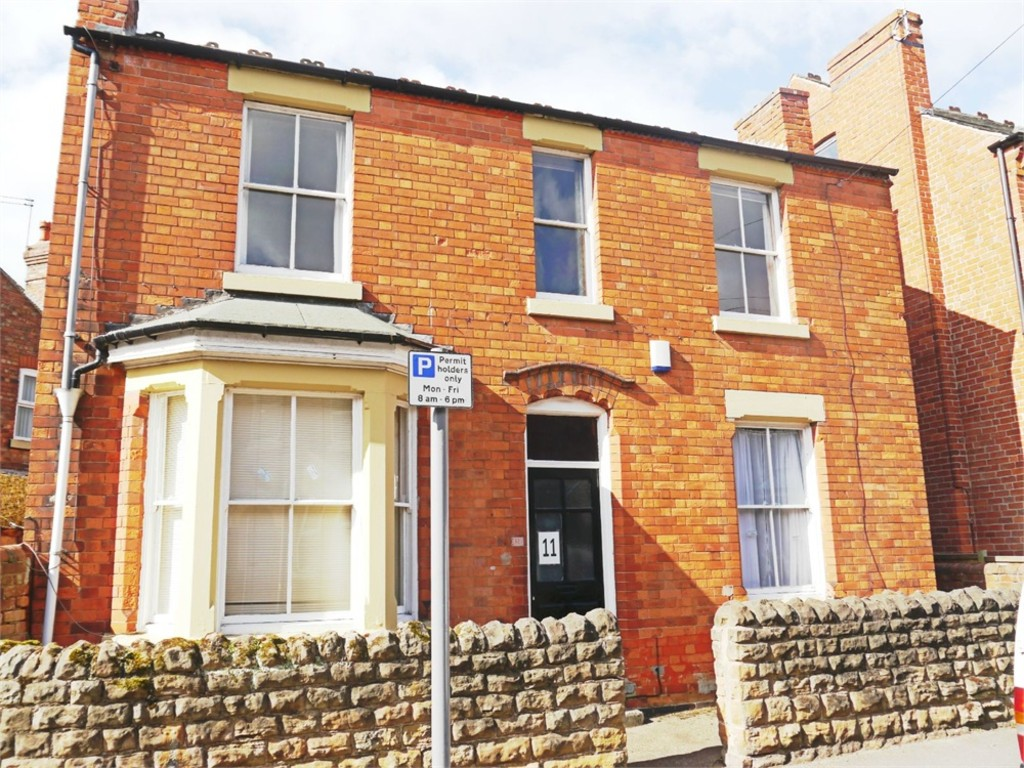 Ideally located 4 double bedroom house