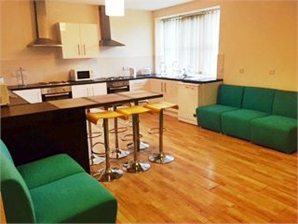 Large 6 double bedroom apartment