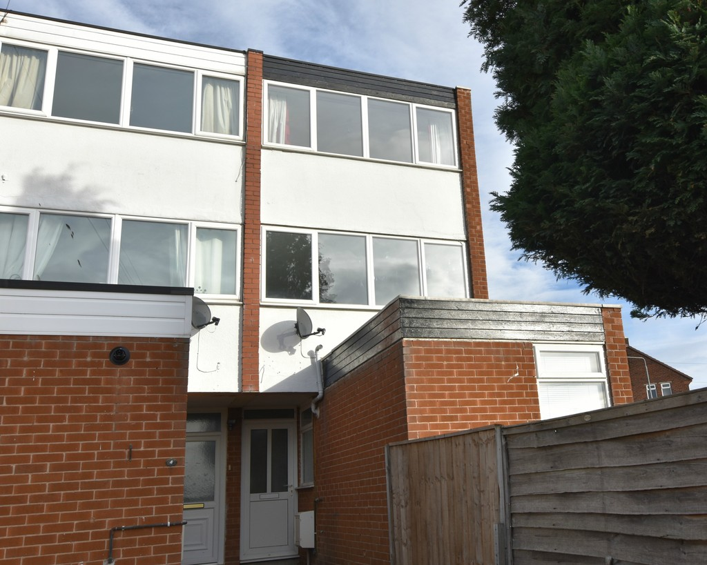 Large 3 bedroom end terraced house