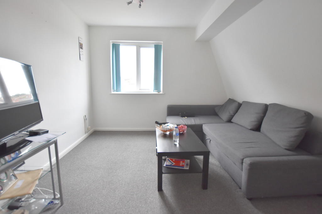 Recently renovated double bed flat