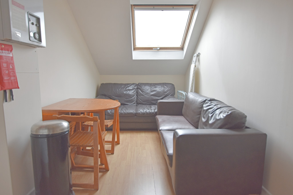 Modern 3 double bedroom flat