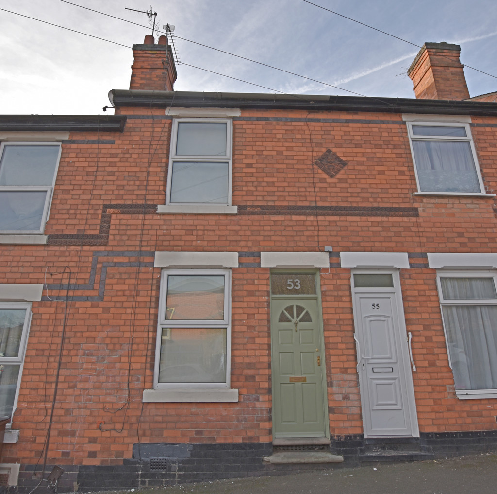 Very well presented 2 bed terraced house